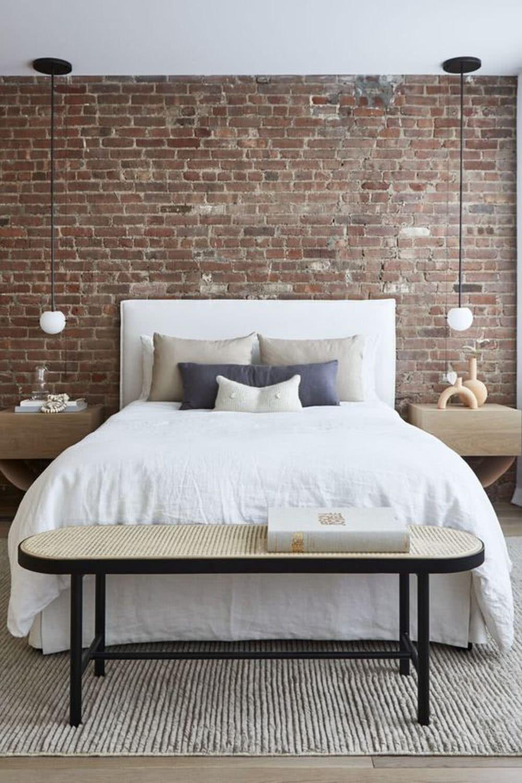 Sypialnia loft - ściana zcegieł