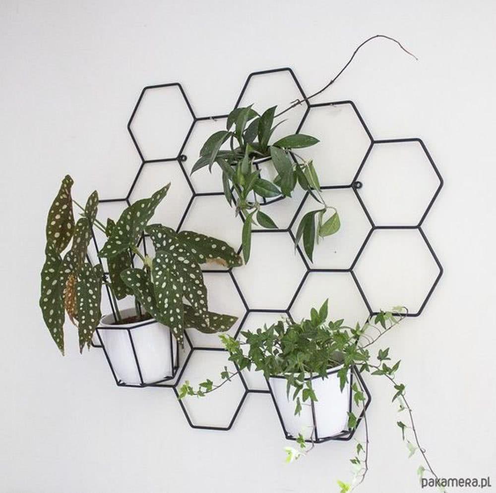 Sypialnia loft - rośliny doniczkowe