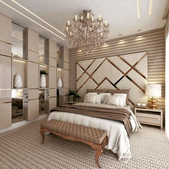 Elegancka sypialnia - efektowny żyrandol