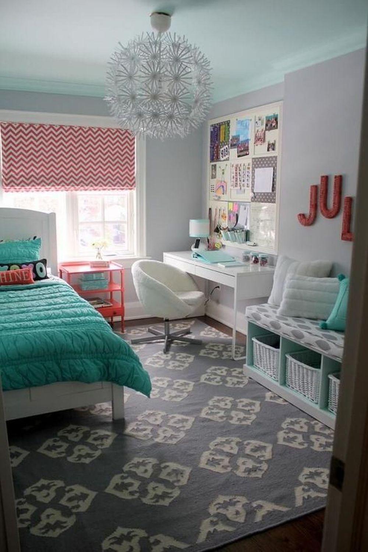 Sypialnia dlanastolatka wpastelowych kolorach