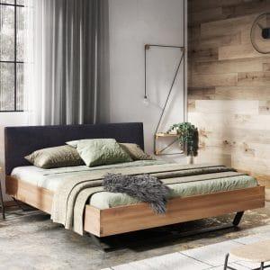 Łóżko w sypialni industrialnej