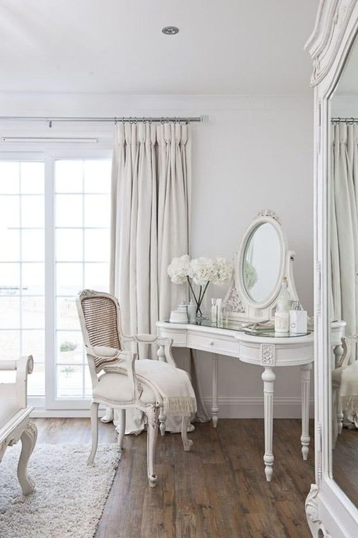 Sypialnia glamour - toaletka dlapani domu
