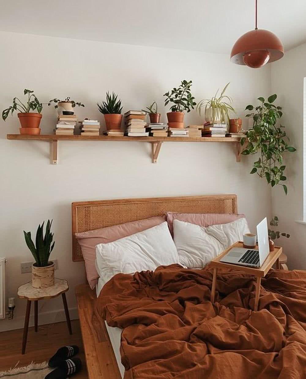 Sypialnia boho - rośliny doniczkowe