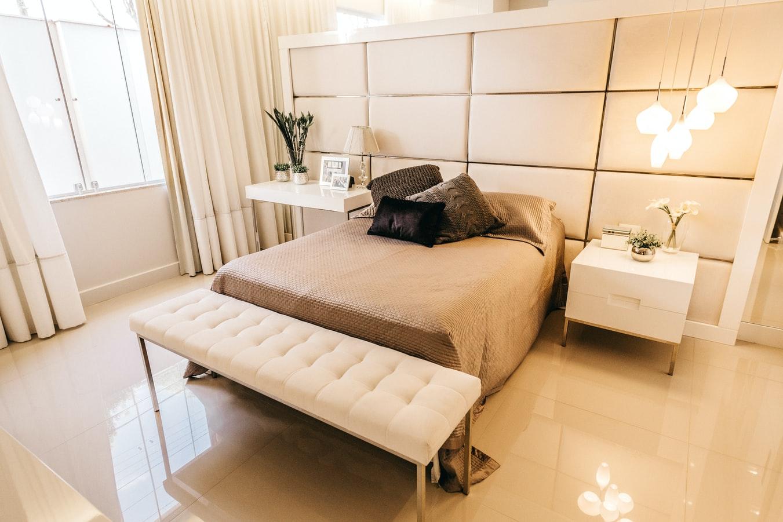 łóżko zzagłówkiem